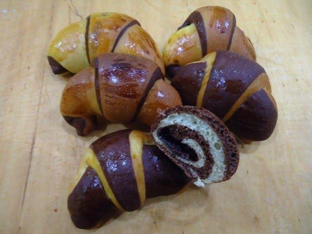 Arte e Cucina...le ricette di Marisa: Brioches bicolore al fruttosio e semola con pasta madre