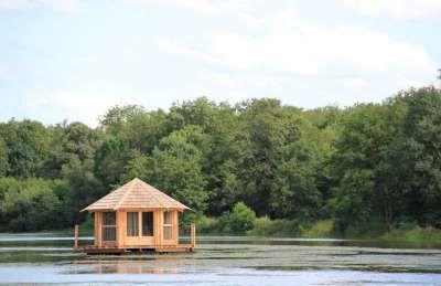 Cabane flottante / Cabane sur l'eau by Nid Perché