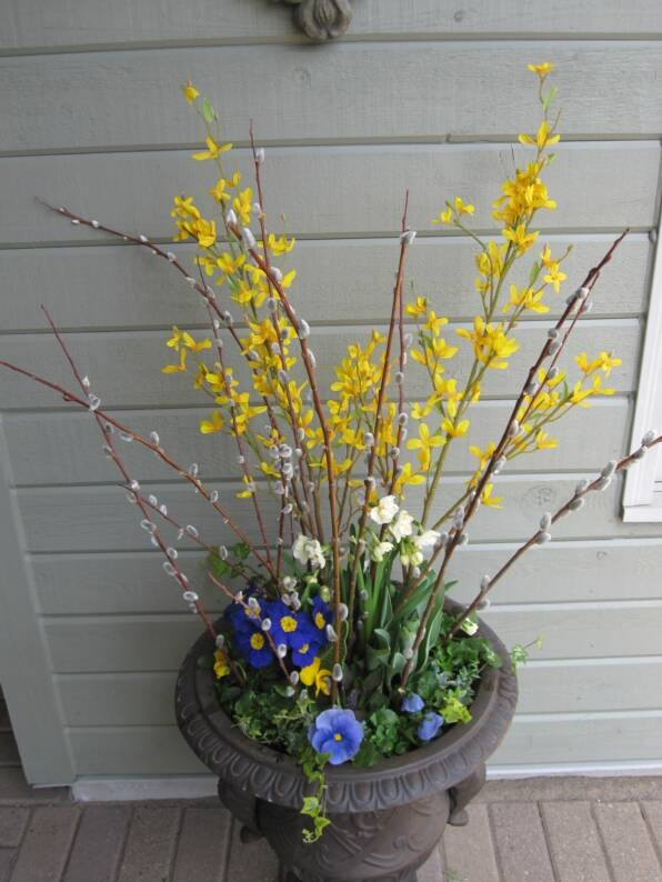 17 Best Ideas About Urn Planters On Pinterest Topiaries Container Flowers And Container Plants