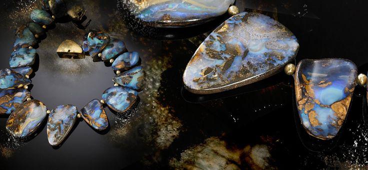El Ópalo es una piedra preciosa muy apreciada en Joyería. Fascina y cautiva por sus elegantes e infinitos juegos de colores... Descúbre su magia en nuestro artículo http://www.jroca.com/blog/index.php/2015/05/el-opalo-la-piedra-preciosa-reina-de-la-magia-de-los-colores/