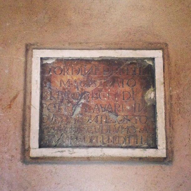 Particolare fontanella. Targa medievale. #foligno italy