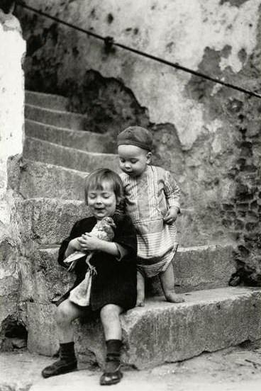 +~+~ Vintage Photograph ~+~+  Inquisitive children.  By João Martins ~ Portugal.