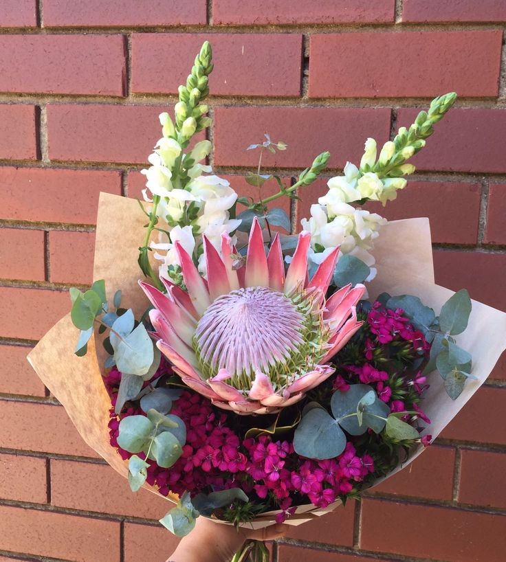 Decorate Christmas Table with fresh flowers and make this christmas day more special. Melbourne Fresh Flowers is best christmas flowers delivery service provider in Melbourne. For ordering christmas   flowers arrangements and gifts online and save money. For more details visit our blog. #christmasflowers #sendchristmasflowers