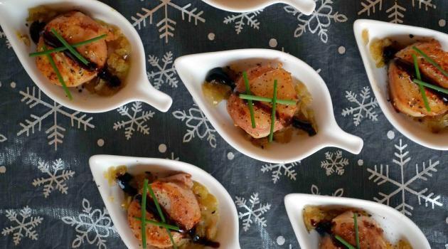 Cuillères de Saint-Jacques poêlées au lard et échalotes confites