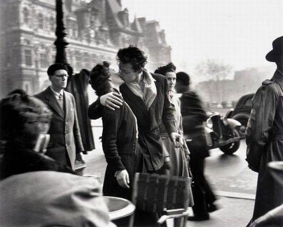Le Baiser de l'Hôtel de Ville 1950 © Robert #Doisneau #Paris #photo #photographie #photographer #photography #photographe #OlivierOrtion