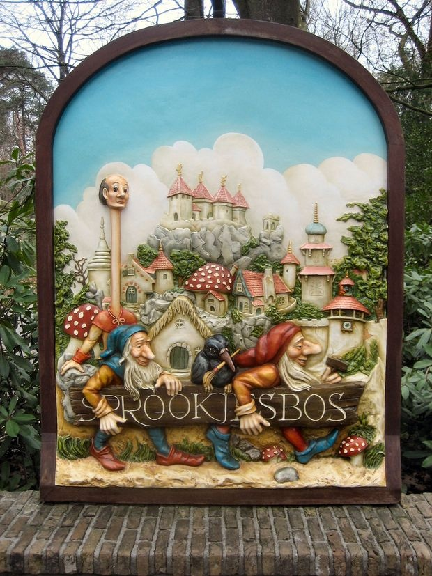 Impression of the Fairytale woods from Anton Pieck at the Efteling