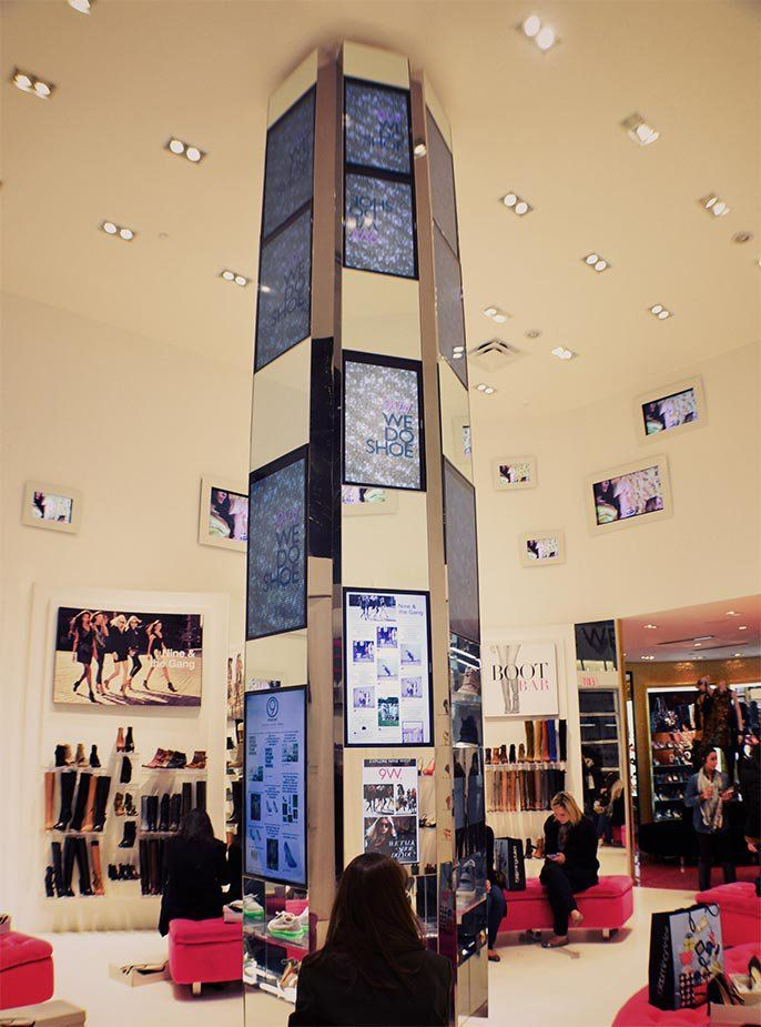 We Do Shoe integreert social media en screens pas echt in zijn winkel.