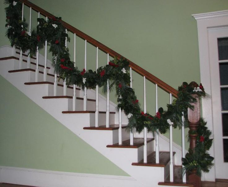 11 best images about xmas on pinterest christmas trees for Stair railing decorated for christmas