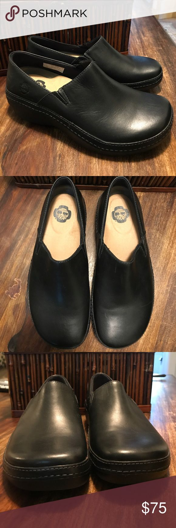 SALE❤️ Timberland Pro nursing clogs 8 W Timberland Pro nursing clogs size 8 Wide in black. Non marking and slip resistant. Worn one time and decided they were too big for me. Like new! Timberland Shoes Mules & Clogs