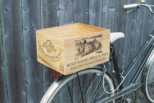Vintage Remix: Bike Basket from a wine box - Home - the vintage bazaar
