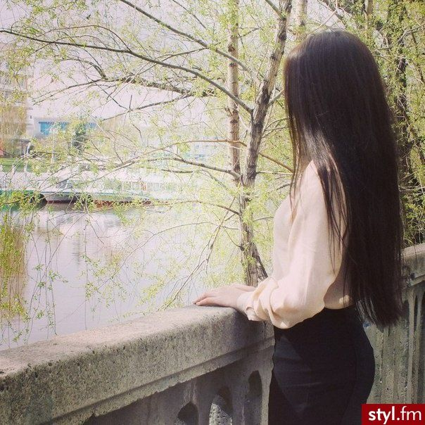 Fryzury  Brązowe włosy: Fryzury Długie Na co dzień Proste Rozpuszczone Brązowe - Bergaya - 2030847