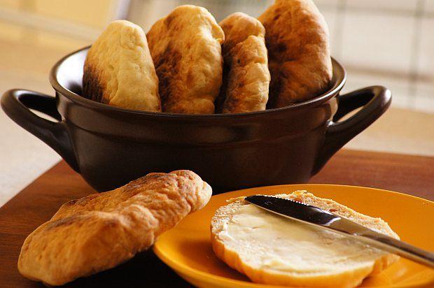 Proziaki : Proziaki Thermomix Składniki na proziaki: 500 g mąki pszennej 400 g kefiru malutka szczypta soli 1 łyżeczka cukru 1 kopiata łyżeczka sody oczyszczonej Wyk. Przepis na Proziaki