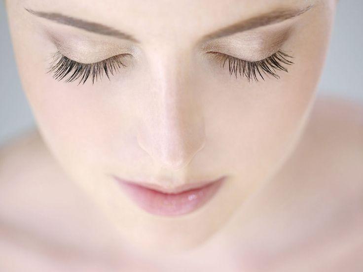 Het effect van nepwimpers creëren met mascara is super makkelijk