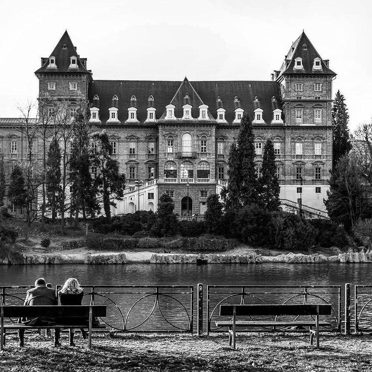 Castello del Valentino  #BW #Valentino #Po #castle #torino #turin #piemonte #italy #italia #parco #coppia #nikon #nikond80 #d80 #pausa #pomeriggi #ingiro #blackandwhite #panchine #fiume #castello #inthecity #love #sunday #sun #castelli #yallerspiemonte #castleofitaly #castellodelvalentino #ciauturin  Photo by @smartinoz