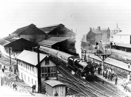 Lancashire Telegraph: A train pulls out of Blackburn Railway Station in 1968