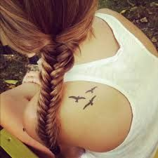 Résultats de recherche d'images pour « tatouage femme oiseau »