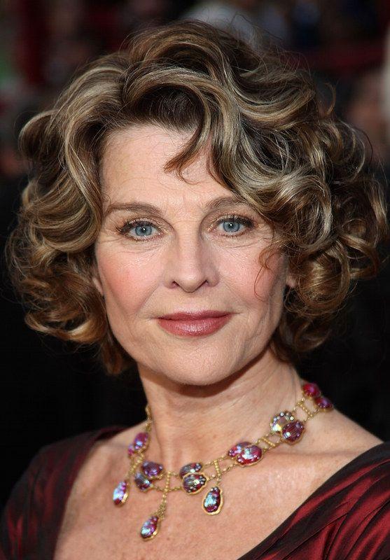 Британская актриса, лауреат премий «Оскар», BAFTA и «Золотой глобус».