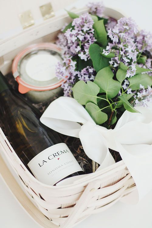 beautiful gift basket. Wouldn't mind getting one of these ourselves. #ShopGeniusApp .com