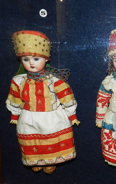 Редкая куколка русском в оригинальном костюме Cимбирской губернии, из Бартрамовских мастерских - на сайте антикварных кукол.