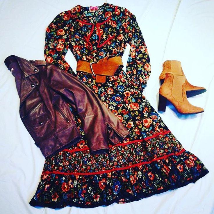 A dress to die for #vintage #eclecticsoiree #handpicked @ioannasalamoura styling #ioannasstyle ❣️✨❤️