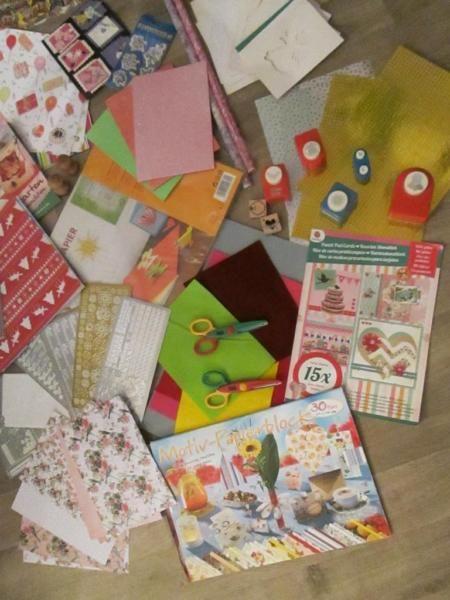 Tolles Bastelpaket.....sehen Sie sich die Fotos an.......Folie,Stanzer,Stempel,Weihnachtslichterkartenbuch,Passepartoutkarten, Sticker, Bastelkarton, Motivkarton, Moosgummi, Filz, Hologrammpapier, Zickzachscheren,poesiealbumbilder ,Decoupagepapier,Die Motivblöcke und Stickerbögen sind nicht immer ganz vollständig.......♥✿ღஐƸ̵̡Ӝ̵̨̄Ʒஐღ✿WOW❀♥✿ღஐƸ̵̡Ӝ̵̨̄Ʒஐღ✿WOW❀♥✿ღஐƸ̵̡Ӝ̵̨̄Ʒஐღ✿Ich löse meine Bastelsammlung auf und werde noch mehr Sachen reinstellen.......❉✿❉❉✿❉❉✿❉❉✿❉❉✿❉❉✿❉❉✿❉❉✿❉❉✿❉❉✿❉Bei…