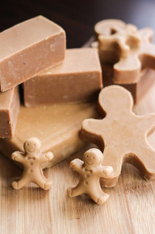 How to make an easy gingerbread soap, a perfect DIY holiday gift!