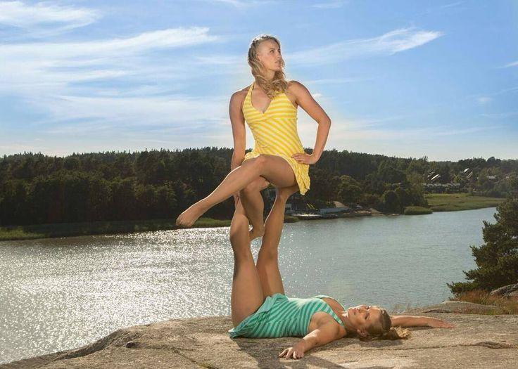 Duo Saras promokuvaus, Hiukset ja meikki: Helene Hertell, Kuva: Kimmon Galleria