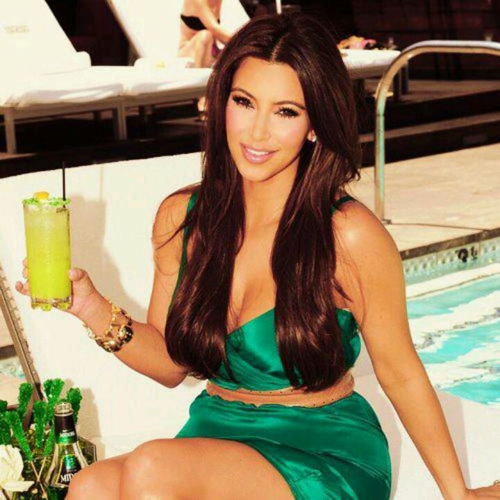 Kim kardashian fashion   Kim hair, Kim kardashian makeup