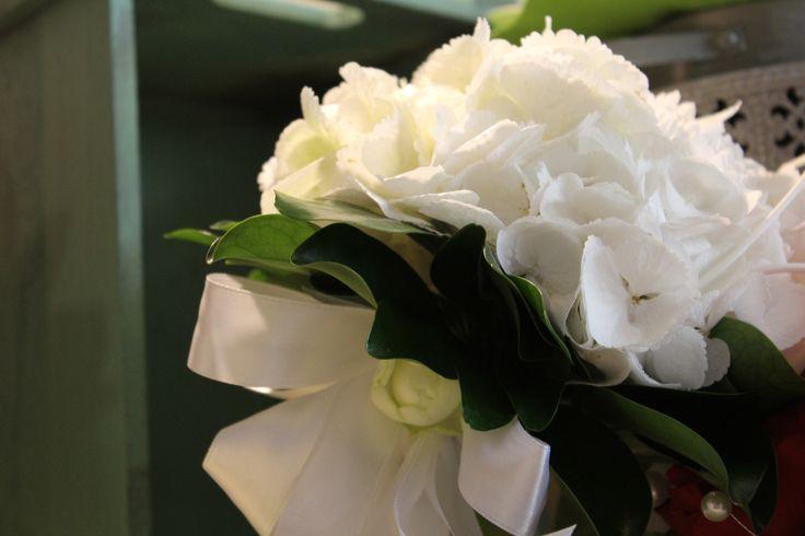 #corflor #ortensiebianche #margheritebianche #comunioni #bouquetpercomunioni www.corflor.it
