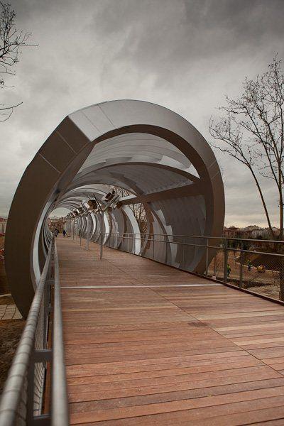 Photography. Arganzuela Footbridge (Perrault bridge), Madrid. - A project by Pedro Cobo