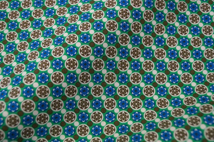 Stenzo15 7039-10 Cotton poplin nopje/bloemetje groen