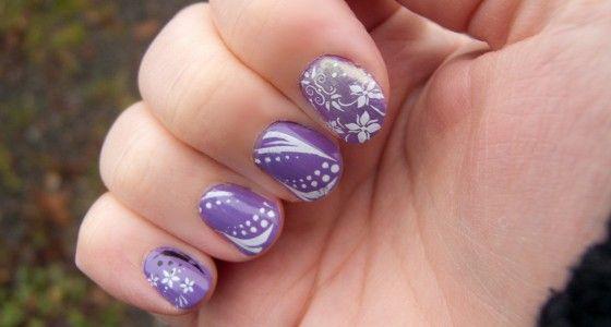 Nail art staat voor versiering op de nagels en kan zowel op natuurlijke nagels als op gelnagels aangebracht worden. Dat kan op verschillende manieren.