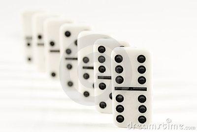 """Semua dek kartu dikocok sekaligus lalu ditempatkan dalam shoe. Kartu potong (cut card) ditempatkan tujuh kartu dari ujung dek kemudian kartu terakhir dari shoe tersebut tercapai ketika ketika permainan mencapai kartu potong itu. Setelah semua pemain gamespools memasang taruhan, bandar akan mulai memainkan permainan casino poker online indonesia ini. Posisi """"pemain"""" serta """"bankir"""" menerima masing-masing satu kartu casino poker online indonesia terbuka, dimulai dari """"pemain"""" yang selanjutnya…"""