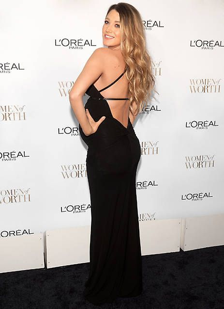 La actriz causó sensación con un elegante vestido negro y demostró que estar embarazada no está reñido con la sensualidad