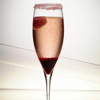 Cocktail impérial (Champagne, Guignolet, citron, liqueur de mandarine, Sirop de grenadine)