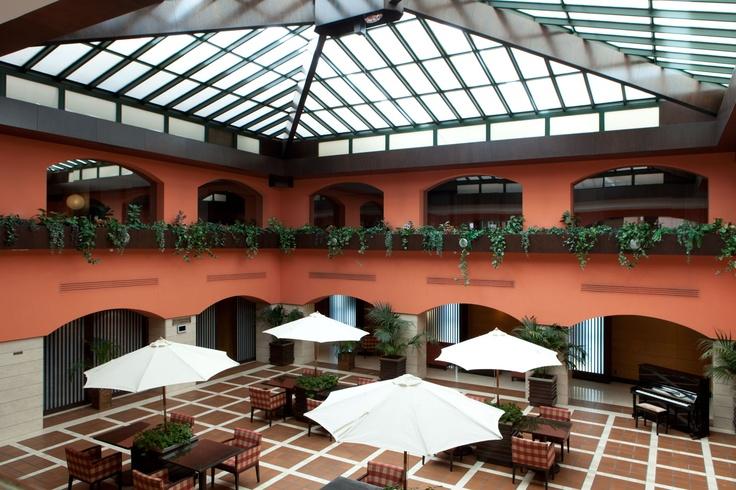 Patio interior intur castell n hotel intur castell n 4 - Interior de castellon ...