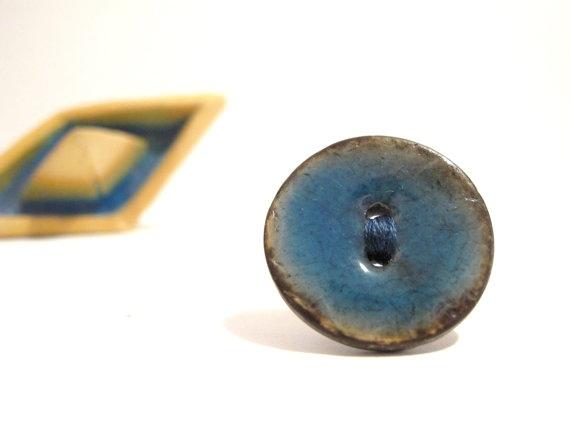 Light blue button ring