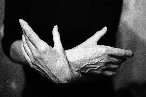 """На Востоке существует 7 правил чистоты:  1. """"Чистота рук"""". Это означает не брать лишнего. Здесь также подразумевается сороковая, десятая или иная часть доходов, которую следует отдать тем, кто в ней нуждается. 2. """"Чистота ушей"""". Это означает не слушать людей напуганных, озлобленных, суетливых и т.д., а также оградить свой слух от сквернословия, сплетен и пустых разговоров. 3. """"Чистота глаз"""". Это означает беречь глаза от ненависти, от злости, от зависти и вожделений. 4. """"Чистота рта"""". Это…"""