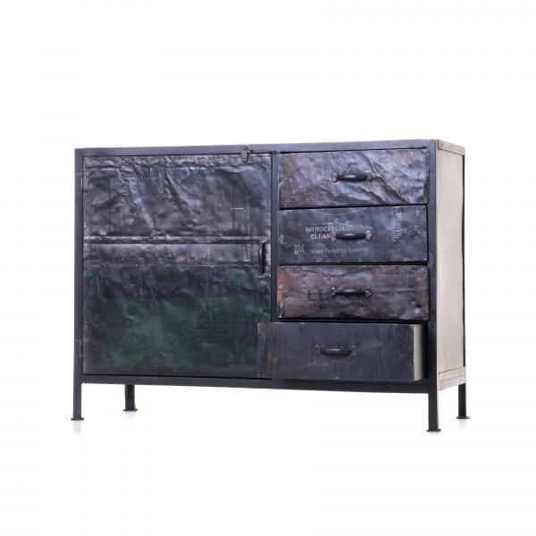 Eden Iron Sideboard Metallinen vintage sivupöytä ja laatikosto. Uniikki pintamateriaali tuo kontrastia metalliin. http://www.verkkokauppa.aadesign.fi/tuotteet/eden-iron-sideboard