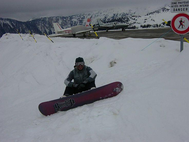 Snowboarding close planes in courchevel