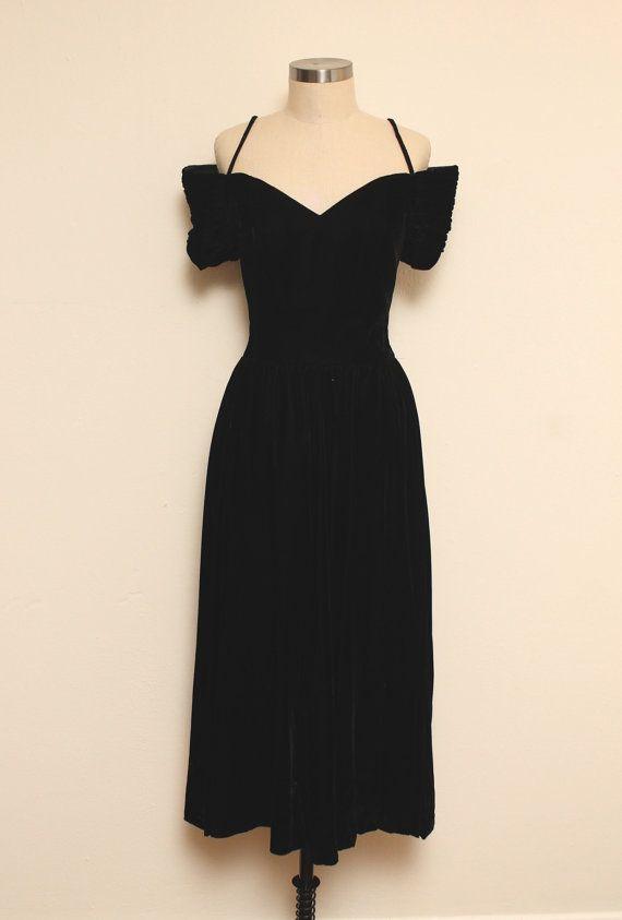 Vintage 80s black VELVET dress // small by GINGERANDJUDY on Etsy