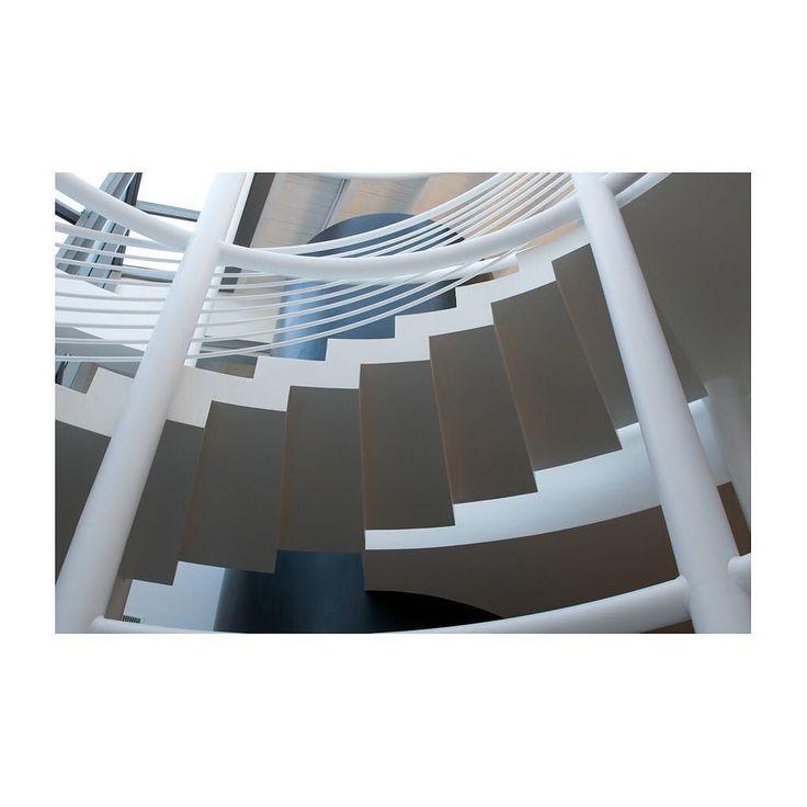 White geometric and well-designed stairs.... they will take you to an extraordinary experience!  Scale bianche geometriche e di ricercato design .... vi porteranno ad una esperienza straordinaria! #argentariogolfresort #argentarioexperience