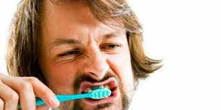 #caries y #gingivitis #prevencion #cepillos,#colutorios,#sedas dentales,#pasta dentifrica,#dientes#niños#adultos,#blanquedor,#dentadura postiza,#protesis dentales,#halitosis,#olor,#boca,#irrigador ver blog https://farmaciamoralesblog.wordpress.com/2016/04/13/grupos-de-riesgo-salud-bucodental/