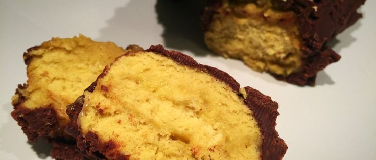 Rotolo al Cioccolato Senza Burro: soffice pasta biscotto, cremosa crema e croccante cioccolato! Vi conquisterà con il suo gusto dolce ed avvolgente!