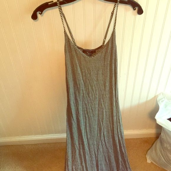 Forever21 S B&W maxi dress Easy, cute, and comfortable maxi dress! Great for this seasons BBQs. Forever 21 Dresses Maxi