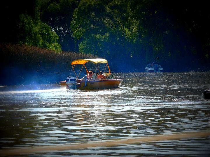 Diego Condrone: Hola amigos ! muy bueno este espacio ! una de las fotos del arroyo Ballena en el verano .