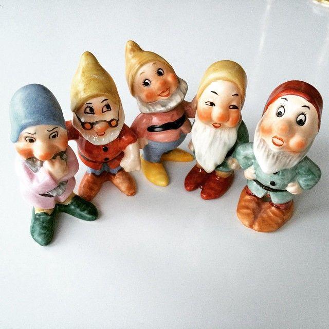 Fem av sju! #waltdisney #goebel #villhahelagänget #sjusmådvärgar #snövit #retro #figurin #retroporslin
