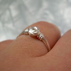 Free Jewelry Making Tutorial #2: 'Rosette' Wire Wrapped Ring ♡ Teresa Restegui http://www.pinterest.com/teretegui/ ♡