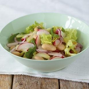 Bohnensalat mit Sellerie, Radieschen und Blattsalat