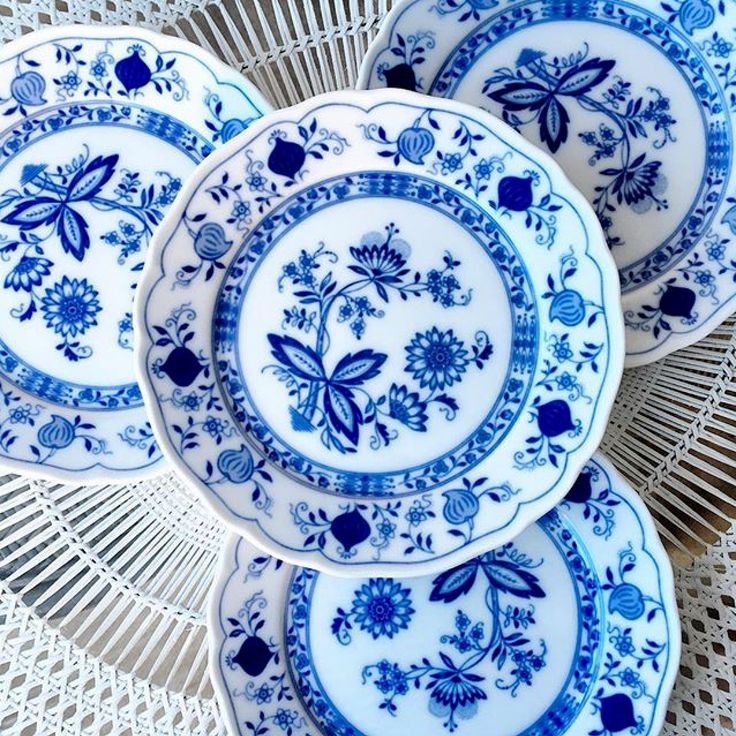 Blue Onion is a pattern first introduced by Meissen of Germany in It imitated a set of china imported from China. The pomegranates on the chinese porcelain ...  sc 1 st  Pinterest & 510 best Blue Onion (mostly Meissen) images on Pinterest | Blue ...